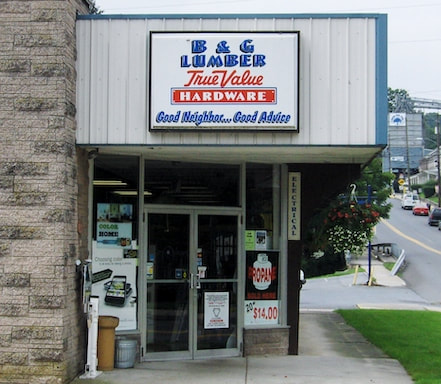 store front of B&G Lumber